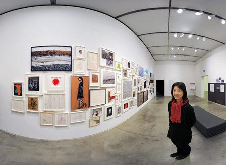 photo of niho kozuru in a gallery