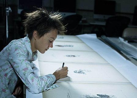 photo of lauren trangmar drawing